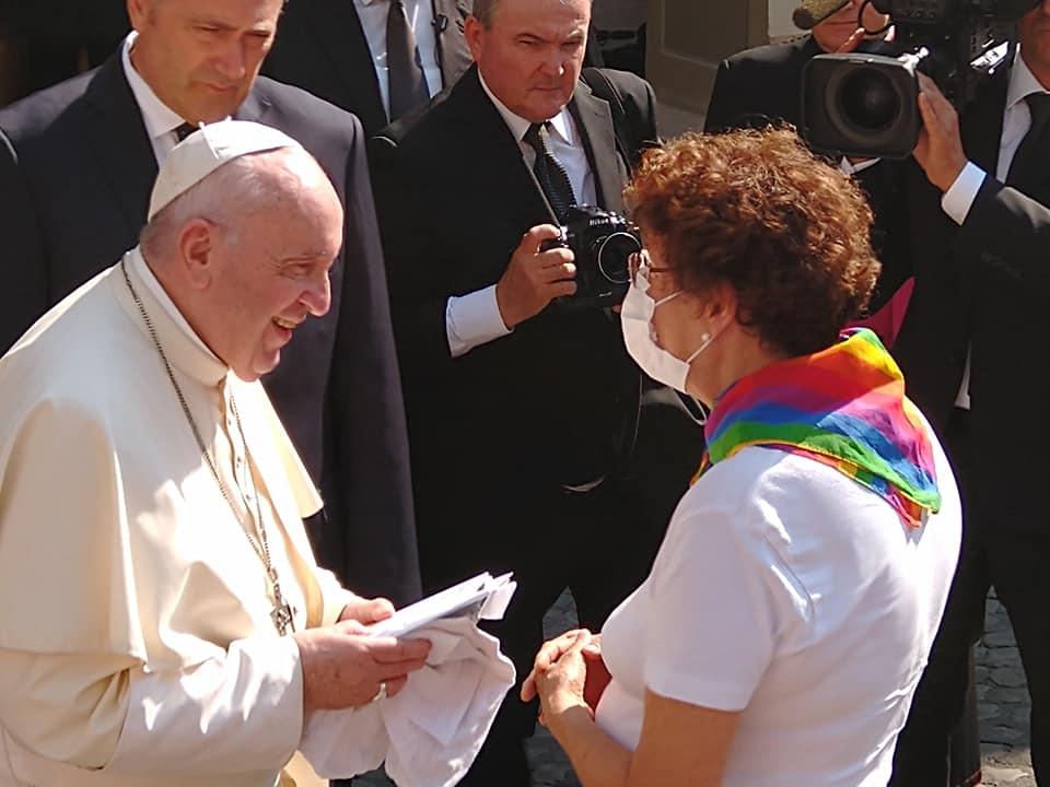Ferenc pápa: Az Isten úgy szereti a meleg gyerekeket, amilyenek