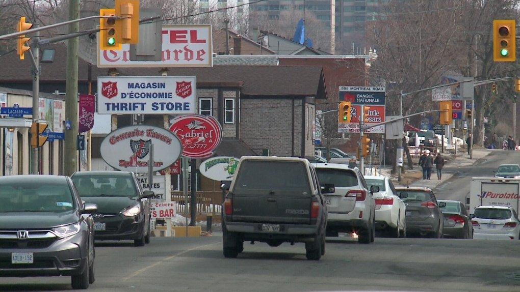 Montreal Road, Ottawában. A Salvation Army Thrift Store táblája a baloldalon.